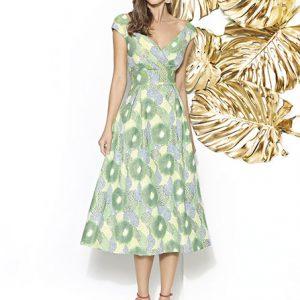mujer luciendo un vestido de ceremonia amarillo y verde