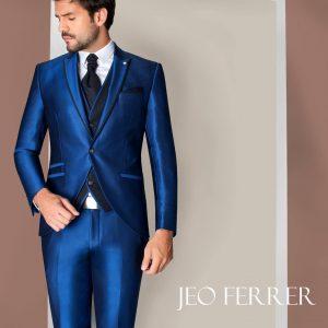 "elegante traje de novio de color azul ""Jeo Ferrer"""