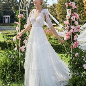 """traje de novia con escote en """"V"""" y sin mangas"""