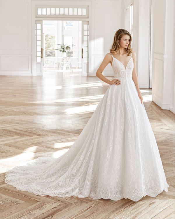 Vestido de novia estilo princesa de encaje y tul.