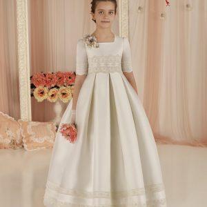 Vestido de comunión de little Paula clásico y elegante
